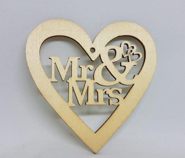 Natur fa szív forma MR& Mrs felirattal